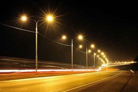 Установка светильников уличного освещения